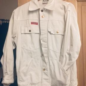 Flot Kansas jakke. Som ny. Det er en herremodel, men jeg har selv brugt den som oversize-jakke.