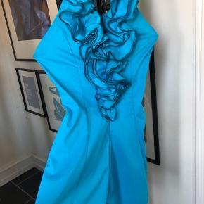Den smukkeste kjole til sommer, i den perfektes turkise farve.  Købt i special butik på Strøget i KBH.