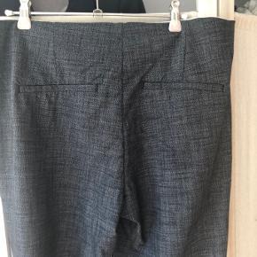 Velsiddende culottebukser, 7/8 lange med lidt bredde i benene.