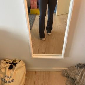 Sælger mine neo noir bukser i en fin blå farve. De er aldrig brugt, da jeg ikke føler de sidder pænt på mig:) Jeg er 165 høj. Np var 500kr