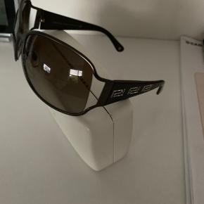 Meget lækre solbriller med godt lys og behagelig at have på
