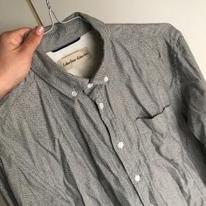 Lækker neutral Libertin-Libertin skjorte til herrer (trænger til at blive strøget).  Næsten som ny.   Prisen er fast!