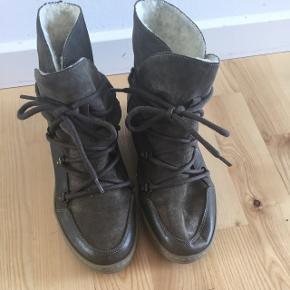 Mørkegrønne støvler med lækkert blødt for