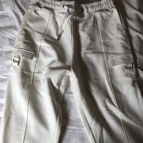 Manière De Voir bukser