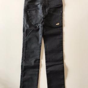 Super fede Pompdelux leggings/jeans str. 116. Helt nye og stadig med mærke. Mp kr 120 Bor 6710
