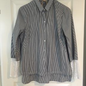 Super fin skjorte fra No 21 - købt i Italien.   Brugt men i fin stand.