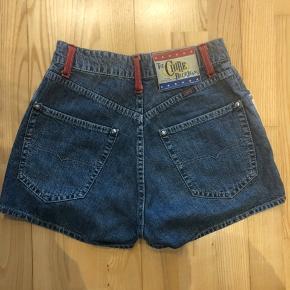Super fede højtaljede retro shorts fra Chipie!! Mp 250