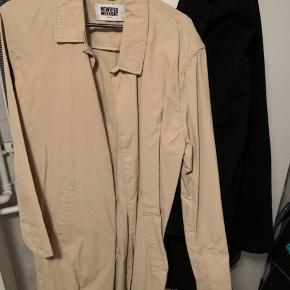 Fed beige frakke fra Weekday! Aldrig brugt, står faktisk som ny👌🏼 Pris kan forhandles
