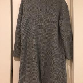 Fin cardigan næsten ikke brugt. 50% merino uld, 50% akryl.