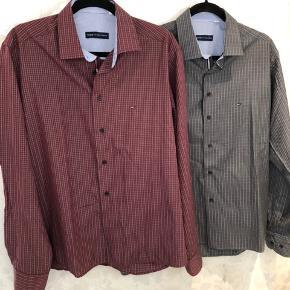 2 pæne ternet Hilfiger skjorter de hedder str xl /43/44 men de er list små i str , måler ca 53 der hvor måle bånd ligger på billeder 😊pris pr str 200