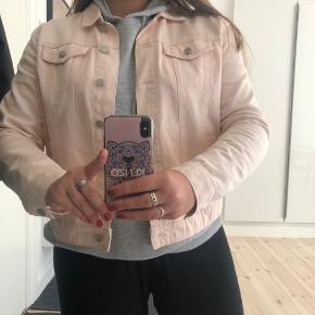 Lyserød denim jakke fra vila