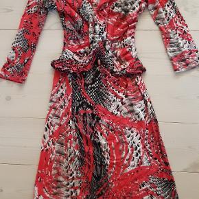 Super lækker pink kjole fra Just Cavalli i perfekt stand.