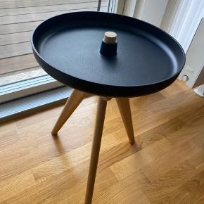 Menu flip around table.  Få brugsspor på overfladen.