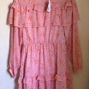 Flot populær sommerkjole fra h&m Aldrig brugt!💖🌸 Kom med bud🌸🌸🌸 køber betaler selv for fragt📦