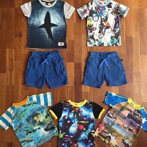 Haj t-shirt: næsten som ny 2 par shorts: god med brugt i den pæne ende T-shirt med cykler: god men brugt 3 nederste t-shirt: slidt. Ingen huller.