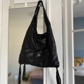 Flot sort lædertaske som aldrig er blevet brugt