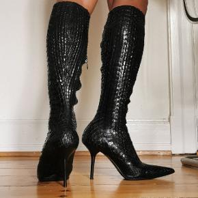 Brugt en gang. lækker python støvler stiletter fra Le Silla. nyprisen er 8000.