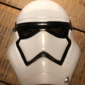 Storm Trooper maske. Med elastik i nakken der har Velcro lukning.