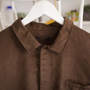 Zara-skjorte Prismærket er klippet af - aldrig brugt, aldrig vasket.