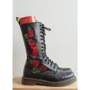 Classic roses Dr.Martens boots, size 37, true to the size.  In worn but good condition, the main wear is on the front.  Please visit our website redvintage.dk for direct and easy purchase:) We upload new collections of vintage/retro every Thursday. Free shipping for purchase over 500dkk on the website.