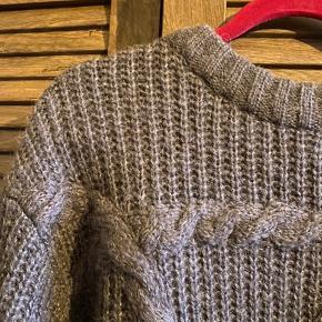 Lækker strik kjole i uldblanding fra selected femme sælges , da jeg ikke får den brugt. Brugt 5-10 gange men i god stand og passet godt på.   Kan afhentes på Amagerbro eller sendes ved købers betaling