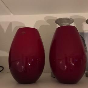 Holmegaard Cocoon vaser sælges. 20,5 cm. Rød. Fejler ikke noget