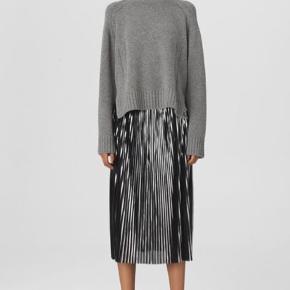 Super flot nederdel fra bY Malene Birger. Kun brugt en gang, da den desværre er lidt for stor.