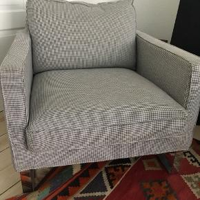 Fin lænestol i sort/hvide tern - udgået model fra ældre IKEA-kollektion. Perfekt stand og behagelig at sidde i.   Mål: 75 (b) x 65 (h) x 80 (d)