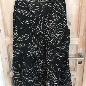 Smuk  tunika med knapper i skøn bomuld!