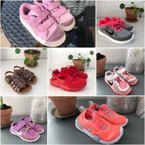 Billede 1: Puma sneaks. Str. 26. Brugt men fin. 75kr.  Billede 2: Nike helt nye sneaks. Str. 29. 150kr.  Billede 3:  Pom D'Api sandaler. Str. 28. Nsn/bmf, rigtig pæn stand! 150kr.  Billede 4: Nike helt nye røde sneaks. Str. 28. 300kr.  Billede 5: Nike sneaks. Str. 27. Gmb. 50kr.  Billede 6: Lilla Nike sneaks. Str. 27. Brugt men fin. 65kr.  Billede 7: Koral farvede nye Nike sneaks. Str. 27. Brugt 1 gang - som nye! 175kr. SE OGSÅ MINE MANGE ANDRE ANNONCER :)