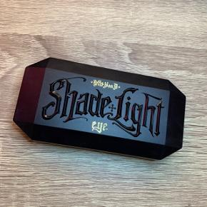 Kat Von D shade and light 🌚🌝 to af farverne er prøvet, ellers er den ikke brugt.