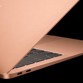 Overvejer at sælge min MacBook Air hvis rette bud kommer. Får den aldrig brugt. Købt i februar 2020, alt medfølger