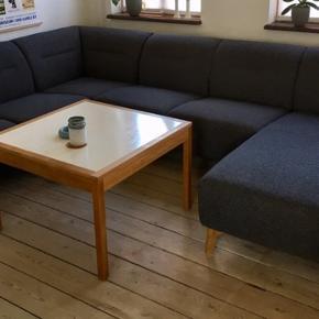 Rigtig lækker Kiruna 6 personers højrevendt hjørnesofa med chaiselong.  Egetræsben Farve stof : antracit   L : 301 cm H : 78 cm, heraf højde på ben 17 cm D : 200 cm Siddehøjde 45 cm  Nypris 14.999 kr Købt i IdéMøbler i 2018.  Fremstår som ny. Fra ikke-ryger hjem.