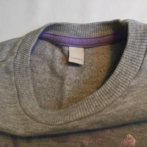 Gråmeleret sweatshirt str. 134 fra Esprit i bomuld. Standen er som ny.  Nypris 225,-