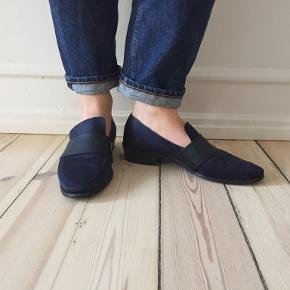 Fine lidt spidse loafers fra H&M sælges. Virkelig behagelige at gå i.  Kan afhentes på Frederiksberg ellers betaler køber for porto og evt. ts-gebyr