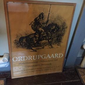 Ordrupgaard plakat i ramme   Ordrupgård - malerisamling - Vilvordevej 110. Rigtig flot velholdt plakat i en flot træramme med glas. Måler: 60,5 cm x 80,5 cm.  Fin stand, slid ses på billede  Prisen er fast  Afhentes på Nørrebro