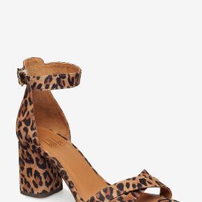 Meget elegante sandaler. Har dem i grøn og leo. Brugt 2 gange. Skriv endelig ved interesse og se også mine andre annoncer.