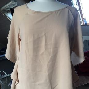 Kouture bluse med fint fald. Beige. Kun brugt 1 gang.