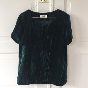 Fin velour bluse.  Mørkegrøn og aldrig brugt!