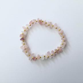 Forgyldt armbånd med rosa kvarts fra Klia Jewellery ❤️  Kan også købes på kliajewellery.dk med fragt fra 10 kr