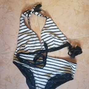 Lækker 2-i-1 bikini der kan vendes således at man har to forskellige. Str L/XL