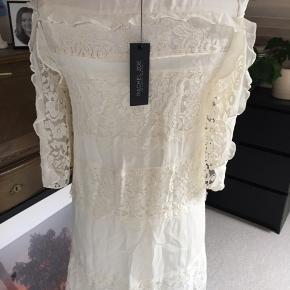 """Virkelig smuk kjole fra Rachel Zoe - sasha lace dress i farven """"ecru"""". Stadig med prismærke på. Str. 4"""
