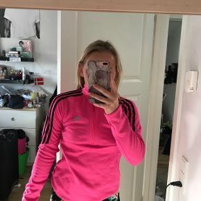 ⚫️SÆLGES BILLIGT⚫️ Skal snart flytte, så alle mine ting sælges billigt!  Adidas trøje Str XS Brugt, men i god stand BYD