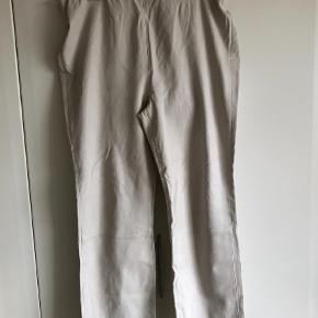 Varetype: læder leggings Farve: Råhvid Oprindelig købspris: 5500 kr.
