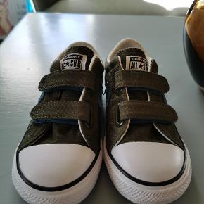 Fede Cenverse sneakers med velcro luk. Aldrig brugt.