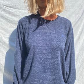 lækker helt ny Ralph Lauren strik, der fitter lidt oversized og med klassisk logo på brystet 💙💙💙
