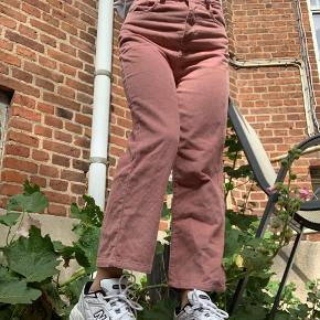 Rosa-Lyserøde jeans fra only  Blødt stof og r i en str 32-34  Brugt 1 gang