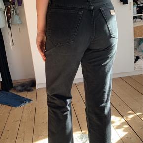 Sorte vaskede jeans fra Wranger