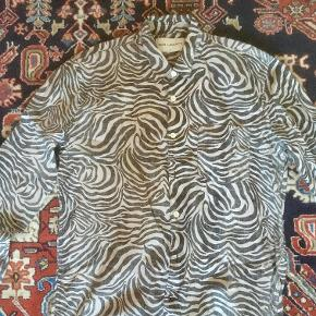 Our Legacy - model First Shirt, Zebra Indersiden er af anden slags zebra-print (se billede 2) Bomuld