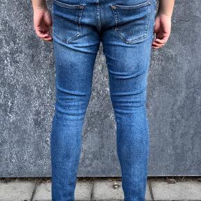 """Tiger of Sweden jeans i blå Brugt få gange, fremstår derfor som nye  Str. 33/32""""  Ny pris: 1199 kr. Pris: 450 kr."""